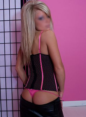 Warrington Escort Amber Pic 4